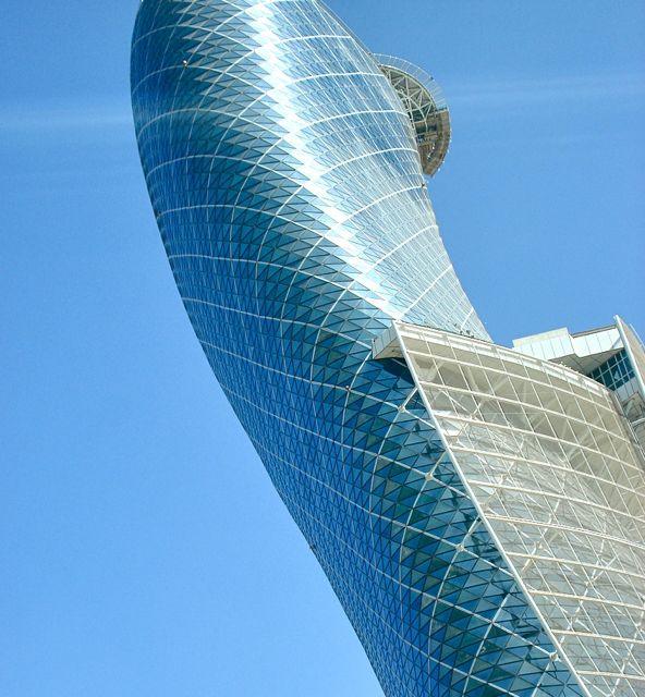 Abu Dhabi, Emirati Arabi - edificio più inclinato al mondo