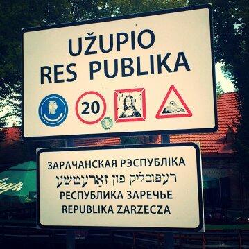 Cartello d'entrata alla Repubblica di Uzupis
