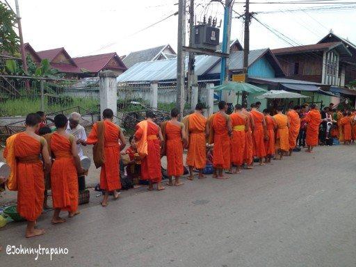 Processione dei monaci