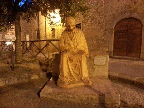 Bolgheri - Statua di Nonna Lucia