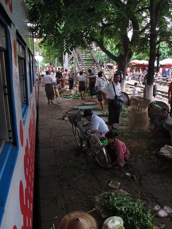 Myanmar circle train in Yangon47