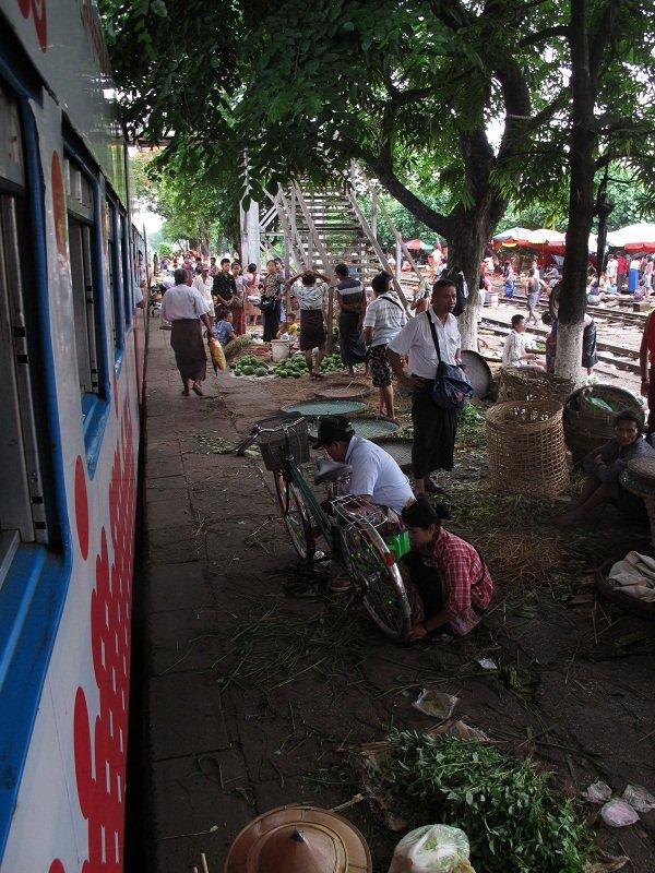 Myanmar circle train in Yangon47