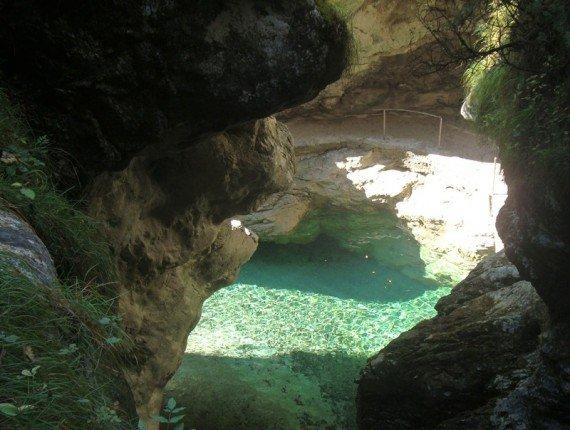 Acque turchesi sotto la cascata della Soffia