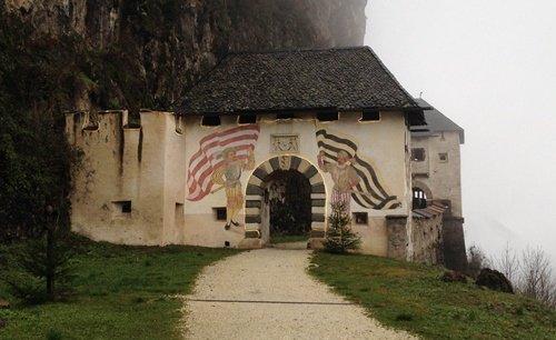 1. ingresso al sentiero del castello