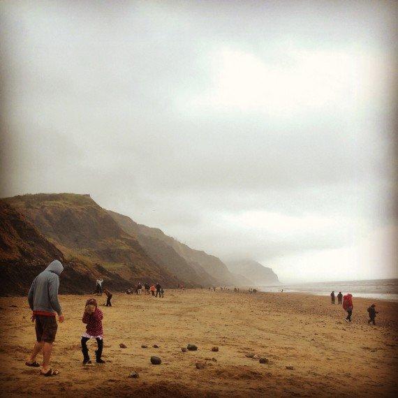 a caccia di fossili nella jurassic coast inghilterra
