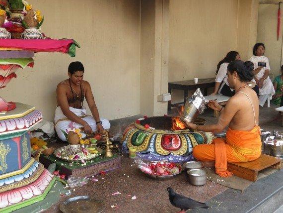 Sri Mariamman Temple - momento della preghiera