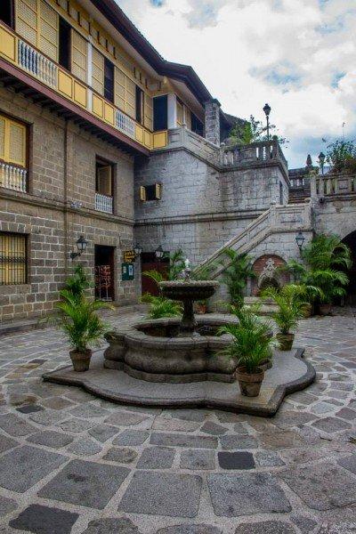 casa Manila Cortile