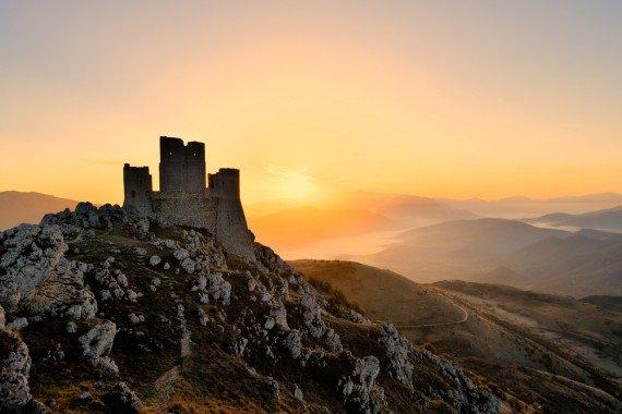 Rocca Calascio tra i Borghi più belli d'Italia  shutterstock_233154610