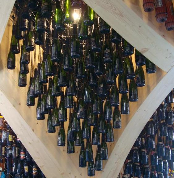 padiglione expo I vini francesi appesi al tetto