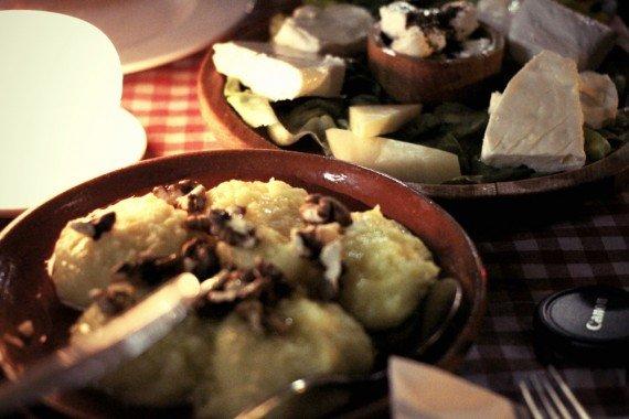 Golosissima polenta con formaggio e miele al Question Mark