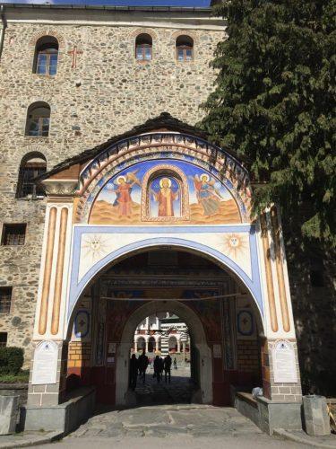L'ingresso al monastero_web