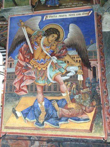 un particolare dei dipinti del portico della Chiesa della Natività_web