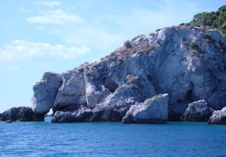 esempio della costa frastagliata isole tremiti