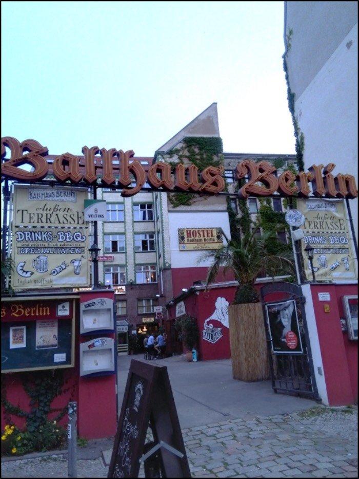 Ballhaus Hostel Berlino blog di viaggi consigli