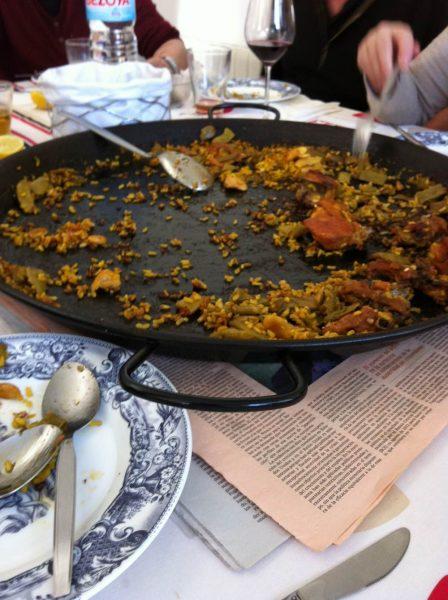 come si mangia la paella Valencia