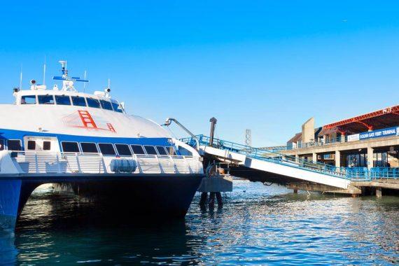 Il Golden Gate Ferry, lattracco. Foto da Shutterstock.com scatta da Cdrin
