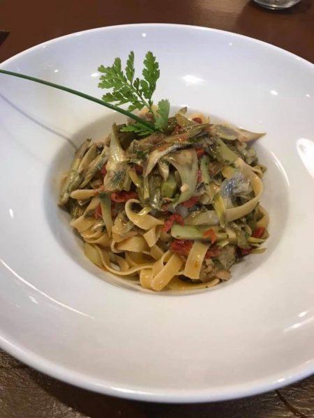 Fettuccine carciofi pomodoro secco e sarde marinate (Ristorante Trinità)