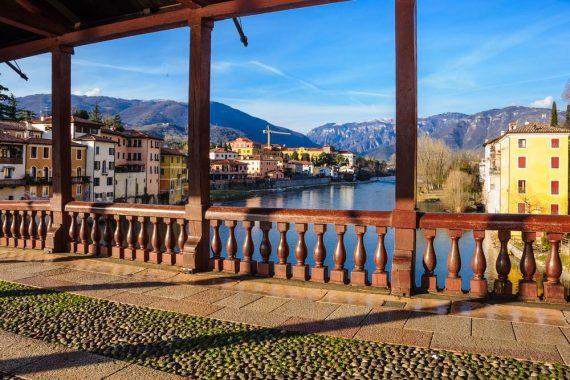 Vista dal Ponte di Bassano su Valsugana, Brenta e prealpi Venete