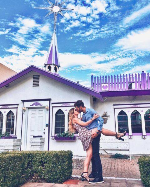 fuori dalla cappella bacio dopo il matrimonio a Las Vegas