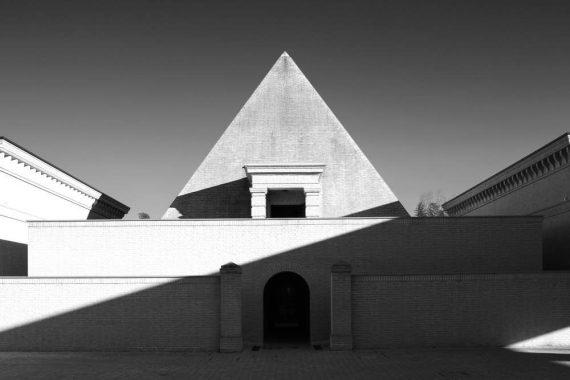 Labirinto della Masone, piramide fotografata da Alessandro Romagnoli di Shutterstock.comLabirinto della Masone, piramide fotografata da Alessandro Romagnoli di Shutterstock.com