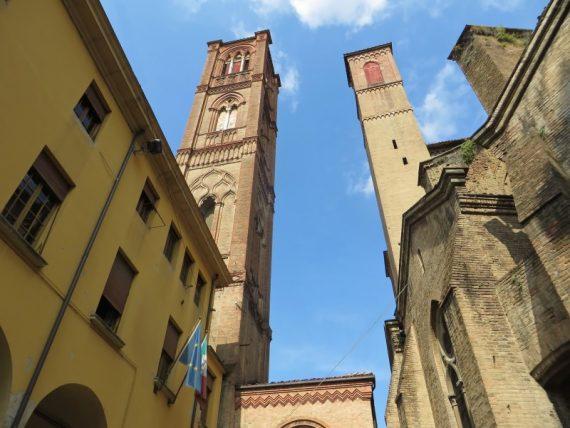 Visitare bologna torre degli asinelli