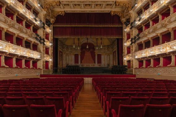Teatro_Regio_Platea_Palchi_visti_dal_Palcoscenico