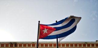 come organizzare un viaggio a Cuba bandiera